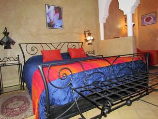 lit parental suite safran, riad le jardin des épices, taroudant, maroc
