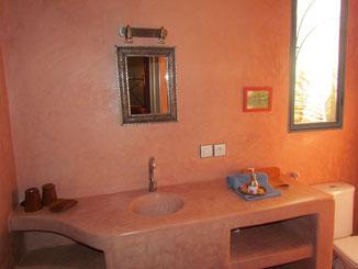 Salle de bains,salle de bains de la chambre d'hotes paprika, riad maison d'hôtes, hôtel le jardin des épices à Taroudant, maroc