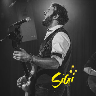 Er ist bekannt als Frontman der Regionalen Langenthaler Band Vapourtrail. Er liebt es auf der Bühne zu singen mit seiner Gitarre.