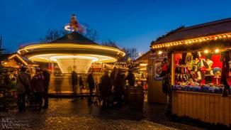 """""""Spinning Santa"""" - Das Karusell darf auf keinem Weihnachtsmarkt fehlen, wie auch die Wollsockenbude"""