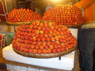 Auf dem Markt gab es ganz viele Stände mit Erdbeeren für die Baguio berühmt ist