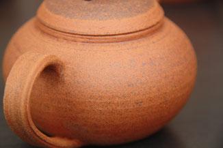 Théière artisanale en terre de Treigny