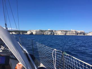 Überfahrt nach Bonifacio mit Blick auf die Kreidefelsen