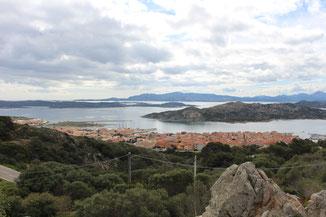 Blick auf die Stadt La Maddalena und das gleichnamige Archipel