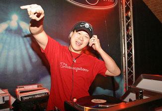 asiatischer DJ