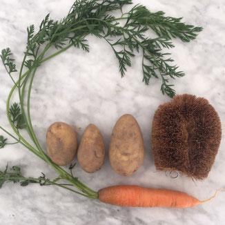 Gemüsebürste aus Kokos. www.the-golden-rabbit.de
