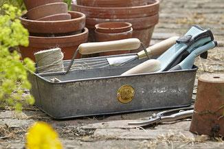 Praktische Gartengeräte-Box aus verzinktem Blech
