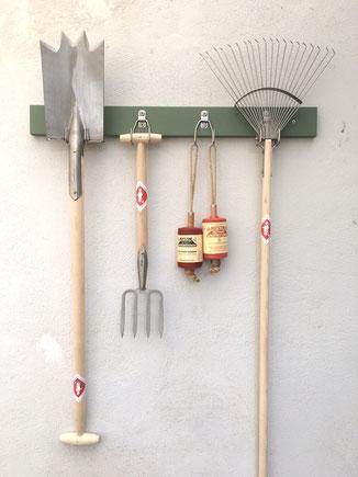 Die besten Gerätehalter für Gartengeräte www.the-golden-rabbit.de