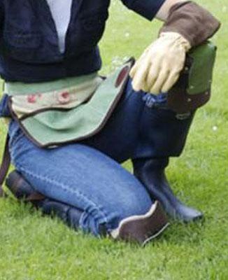 Eine Erholung für jedes Gärtnerknie! Die schönen englischen Knieschützer von Bradley the Tannery bei www.the-golden-rabbit.de