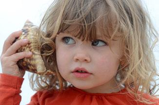 Kleines Mädchen am Meer
