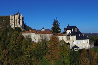 les sabots d'isa se trouvent à saint-bertrand-de-comminges, joli village historique des pyrénées centrales