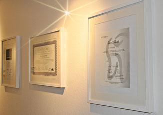 Zertifikate und Urkunden der Zahnarztpraxis Berthold Pilsl in Garmisch - Partenkirchen © copyright Zahnarzt Pilsl Garmisch