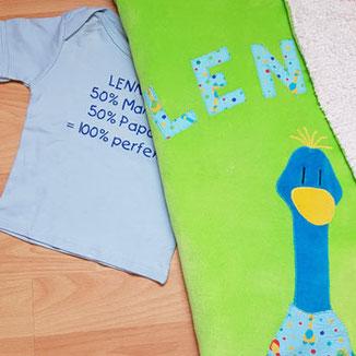 personalisiertes T-Shirt und selbstgenähte, kuschelige Babydecke mit Name
