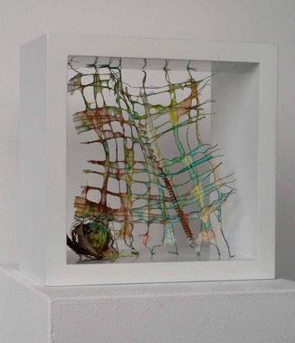 Gespinst II, pigmentierte Abakafasern über Draht geschöpft, 18 x 18 x 10 cm