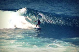 Surfer in Aktion - Uluwatu Beach