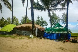 Obdachlose, Zelte, Homeless, Oahu, Hawaii, USA, Strand, Die Traumreiser