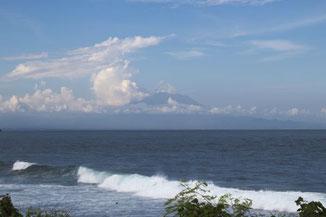 Blick von Nusa Dua auf den Vulkan Agung
