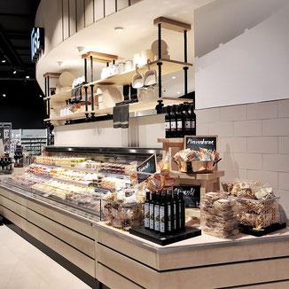 Käsetheke mit ausgezeichnetem Visual Merchandising von Maurus Domaeisen und Philipp Brunschwiler