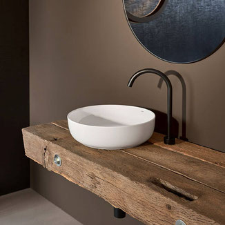 Waschtisch aus Altholz, design von Philipp Brunschwiler Polydual