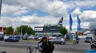 Landet der Lufthansaflieger etwa?