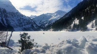 Der Vilsalpsee - im Winter immer tief zugefroren - ein Idyll im Tannheimer Tal...