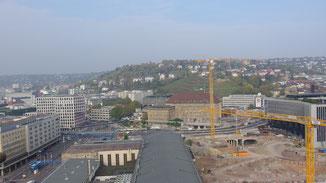 Der Blick vom 9. Stock offenbart auch die Buddelei für S21...