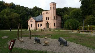Unweit des Schlosses das Infozentrum...