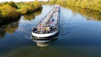 Sieht man selten - ein nagelneues Schiff...