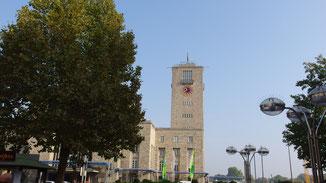 Nun stehen wir in der Königstraße und blicken zurück auf den Turm...