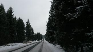 Selbst auf der schwäbischen Alb gibt es selten so verschneite Strassen...