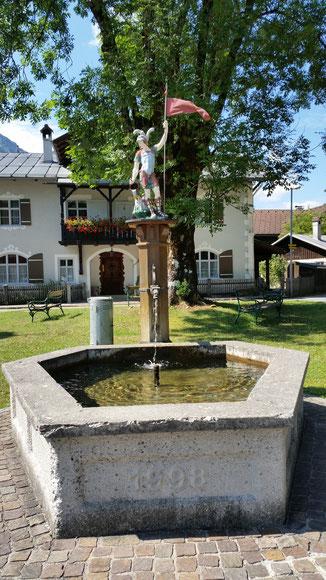 Rieden, Dorfbrunnen mit dem hl. Florian