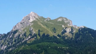 Aggenstein und Bad Kissinger Hütte (rechts)