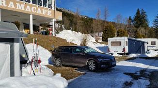 Auf dem Campingplatz angekommen, haben sich meine Ski einen Platz an der Sonne verdient... und ich ne Dusche...
