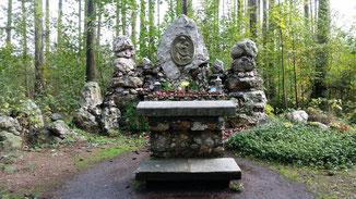 Eine schöne Gedenkstätte am Wegesrand...
