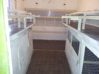 Im Inneren ist Platz für ca. 20 - 25 Barthühner