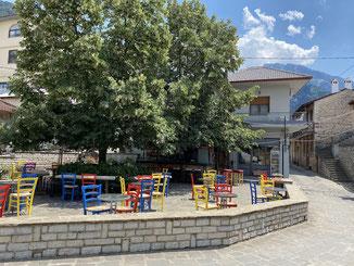 Konitsa - ... und vielen netten Cafés und Tavernen