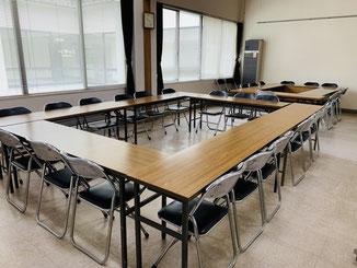 小会議室(26名収容)