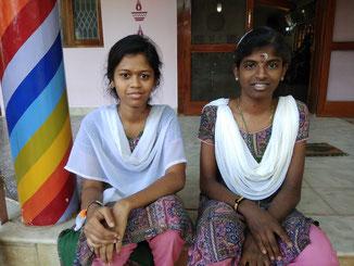 Sneha und Kausalya, XI. Klasse. Die beiden sind keine Schulabgänger, sondern lernen noch ein weiteres Jahr bis zur Matura.