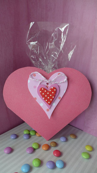 Valentinstag - Süßes für die oder den Süße(n) - Vorschlag 2, die Herztasche als Verpackung ist jetzt fertig
