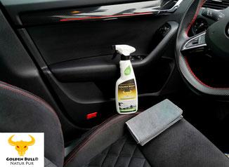 Golden Bull Plastic Care Kunststoffpflege kann mit einem Microfasertuch die Autoverkleidung aufgetragen werden.