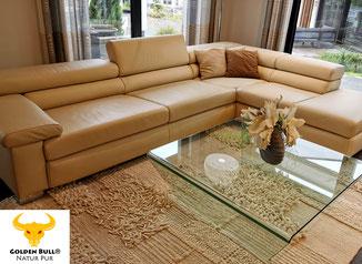 Lederreinigung und Lederpflege von Sofa und Couch mit dem Golden Bull Foam Cleaner. Für helles oder dunkles Leder geeignet.