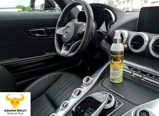 Die intensive Lederpflege kann mit dem Produkt Golden Bull Intensive Care durchgeführt werden. Hier zu sehen im Mercedes Benz AMG GT.