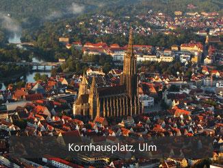Kornhausplatz Ulm - Loop Sitzkreis in orange