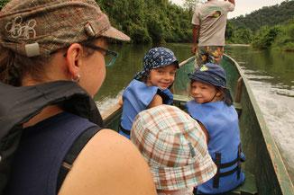 Auf dem Kanu zu den Bribri auf dem Rio Yorkin