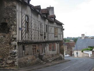 Châteaudun : Maison à pans de bois.