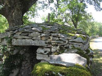 Causse de Gramat : Caselle (cabane de pierre sèche).