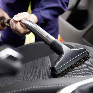 Innenraumreinigung und Polsterreinigung eines Autos