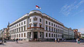 Stadtschloss in Wiesbaden · Foto→ Martin Kraft