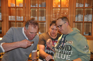 Teamkochen Feb. 2020 Abschmecken durch Hans-Jörg