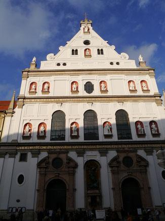 St. Michael Kirche außen...